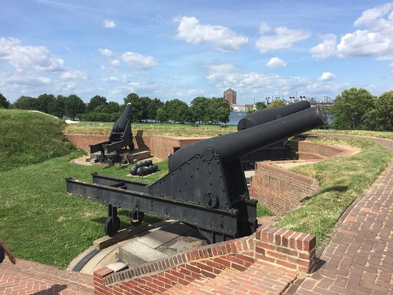 Fort McHenry National Monument: Even more cannons
