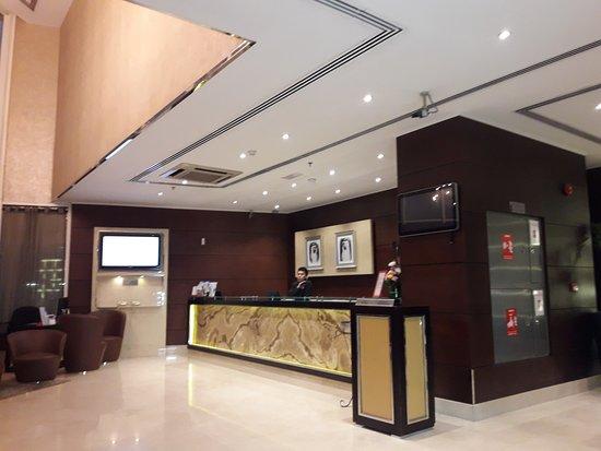 Howard Johnson Hotel - Bur Dubai: Reception and lobby