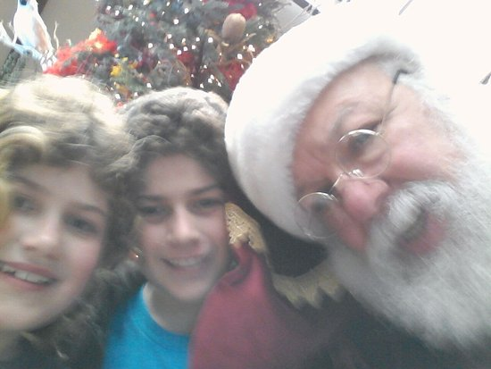 Catamaran Resort Hotel and Spa : Selfie with Santa and guests