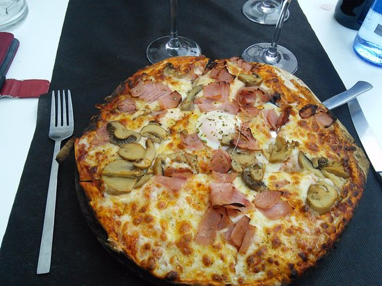Pizza jambon champignons mozzarella oeuf