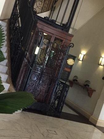 Raffles Grand Hotel d'Angkor: 伝統的なゴンドラ