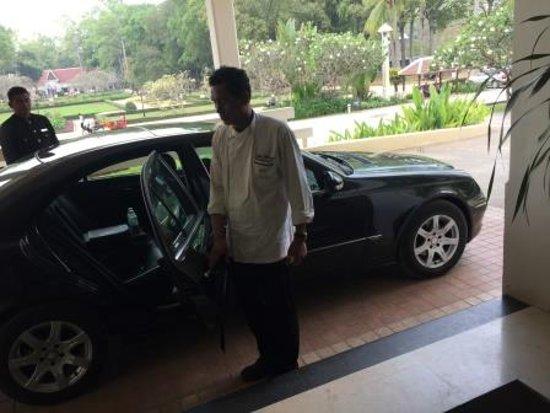 Raffles Grand Hotel d'Angkor: トップシェフとベンツで市場見学