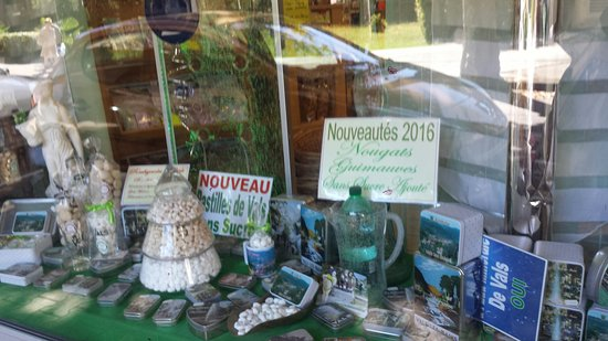 Vals-les-Bains, França: Un delice de confiserie face a la cure
