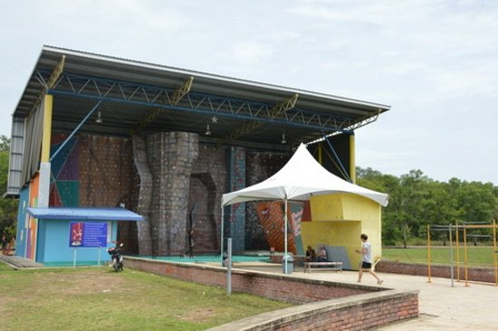 Sabah Indoor Climbing Centre: Стенка под открытым небом