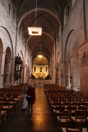 Lund, Swedia: Das Schiff mit Chor