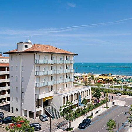 Little hotel cesenatico itali foto 39 s en reviews for Little hotels