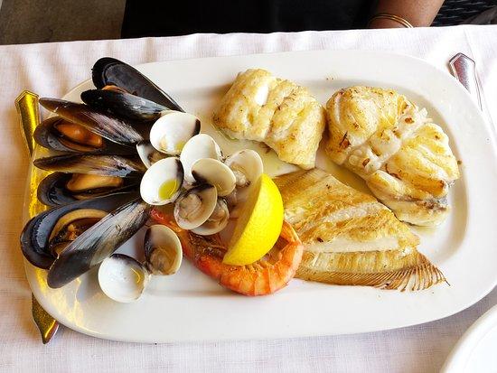 Assiette de poisson grill photo de restaurant minerva tossa de mar tripadvisor - Restaurant poisson grille paris ...