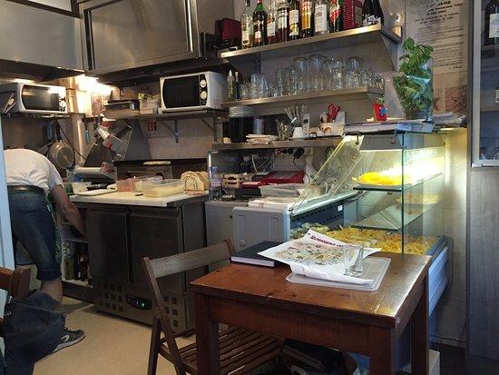 Heerlijke pasta uit een kleine open keuken! picture of romagna mia