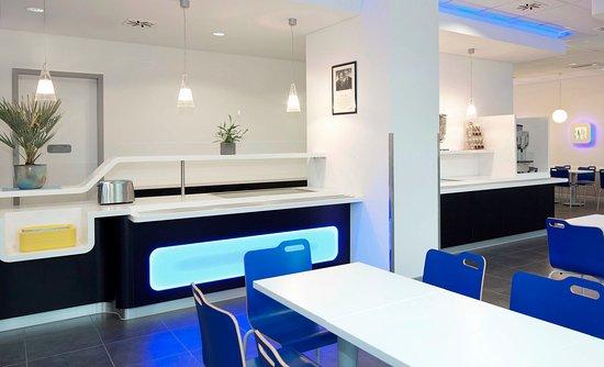 Ibis Budget Berlin Alexanderplatz: Rezeption und Restaurant
