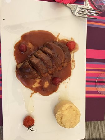 La Table de Jeanne : Duck with sauce and berries (don't remember the proper name)