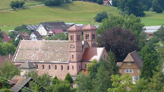 Baiersbronn, Deutschland: ZICHT OP HET KLOOSTER