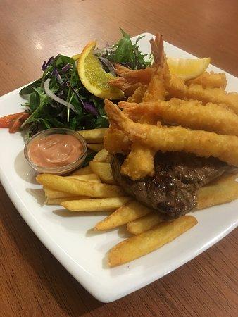 Riverton, นิวซีแลนด์: Colac Bay Tavern & Holiday Park