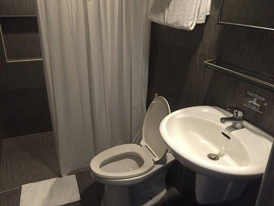 BEST WESTERN Hotel La Corona: 淋浴的水不夠熱