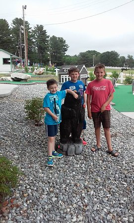 Auburn, ME: Kids & mini golf at Tabers