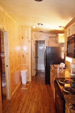 Indian Creek RV and Camping Resort: kitchen area