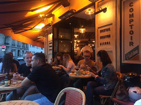 Cafe l'Atome: Comptoir Principal