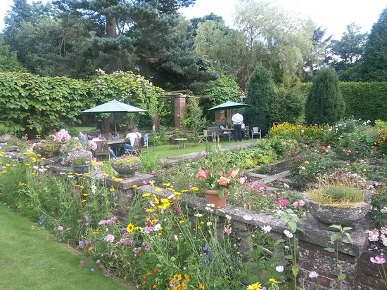 Restaurant at Lastingham Grange: Beautiful gardens