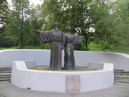 ‪Monument to the founders of Cherepovets - Monks Feodosy and Athanasius‬
