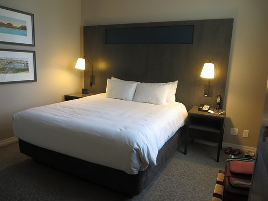 One King West Hotel & Residence: King bed in Suite 1202