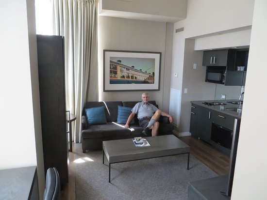 One King West Hotel & Residence: Living room suite 1202