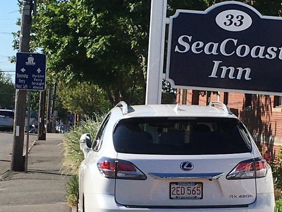 SeaCoast Inn: They do have a parking lot too but this shows you can walk to dock