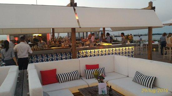 Terrazza ristorante, bar e piscina. - Picture of Sagra Rooftop ...