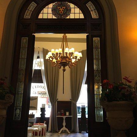 โรงแรมเอนเอช ปอร์ตา รอสซ่า: Şehrin tam merkezi , heryere yürüme mesafesi , tertemiz, güleryüzlü personel   Burayı tercih ett