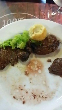 Grupo Chimarrao : Entre pratos passamos mais tempo com o prato vazio que com comida