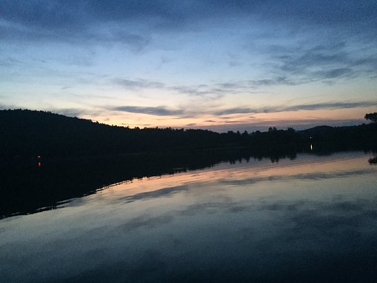 Lyme, Nueva Hampshire: Out on the water for an evening canoe!