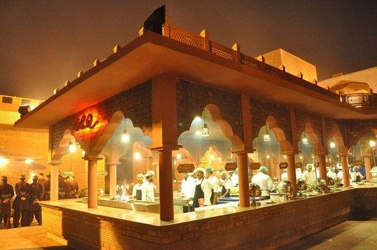 LalQila: Lal Qila Restaurant in Karachi