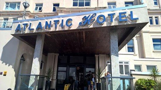 ذي أتلانتيك هوتل: Entrance to hotel