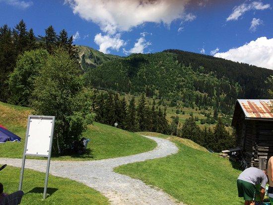 Sedrun, Switzerland: Wanderweg, auch für Biker
