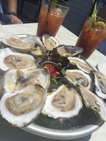 Tia's Topside : $1 Oysters