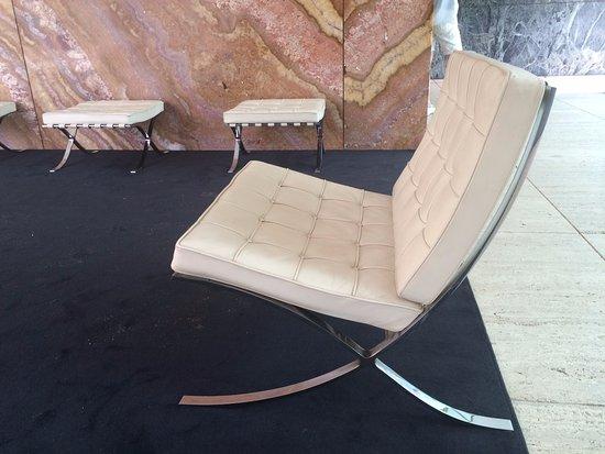 Pabellon Mies Van Der Rohe: Barcelona Chair