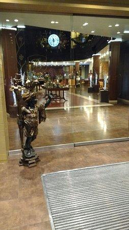 Hotel Plaza Andorra: Me niegan lo de la cortina pero yo la vi y el resto también si la quitaron me alegro porque era