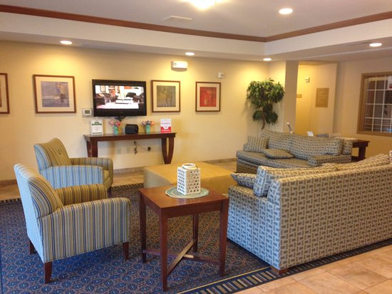 Candlewood Suites Milwaukee Airport-Oak Creek: Lobby area