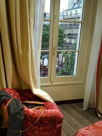 Au Manoir Saint Germain De Pres: View from the room