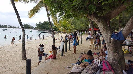 Pereybere Beach: Vue sur la plage