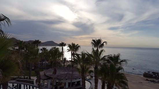 Hilton Los Cabos Beach & Golf Resort: Sunrise from our balcony.