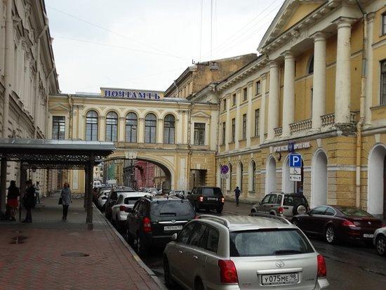 Государственный музей истории религии: Entrance on the left with Post Office on the right
