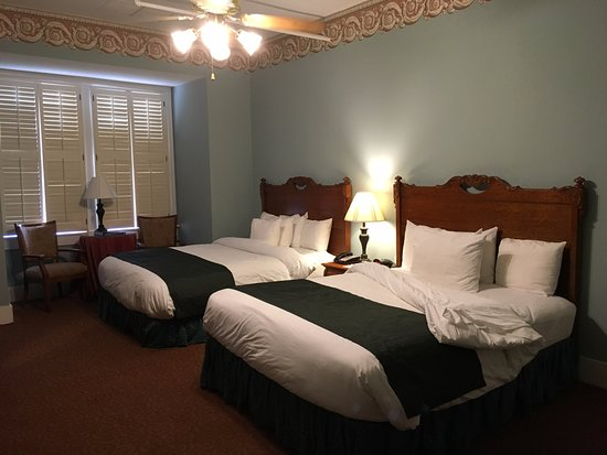 Best Western Plus Windsor Hotel 2 Queen Chamber Room At The