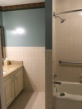Best Western Plus Windsor Hotel: Bathroom at the Windsor Hotel