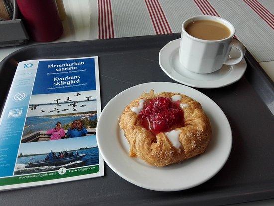 Mustasaari, Φινλανδία: Frucht-Kopenhagener mit Kaffee
