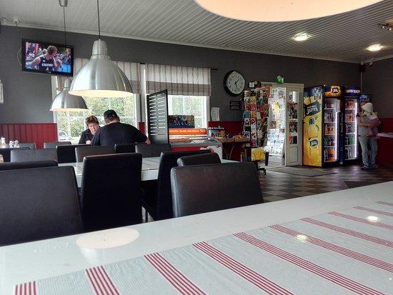 Mustasaari, Finland: Blick durchs Café