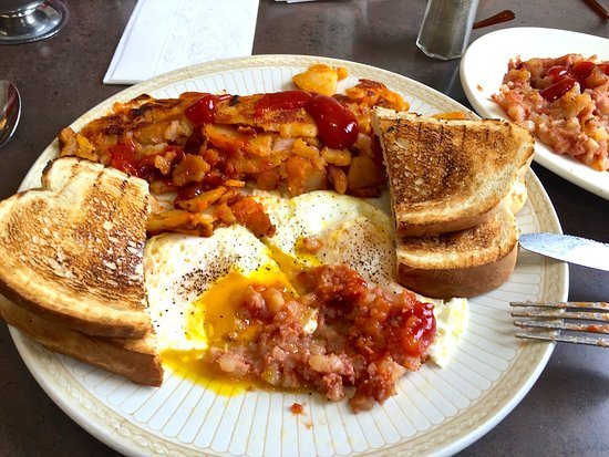 ‪‪Endwell‬, نيويورك: Corned beef hash, eggs, home fries and toast.‬