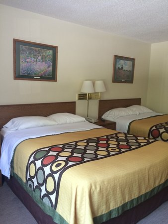 Brookshire Inn: Room two queen beds