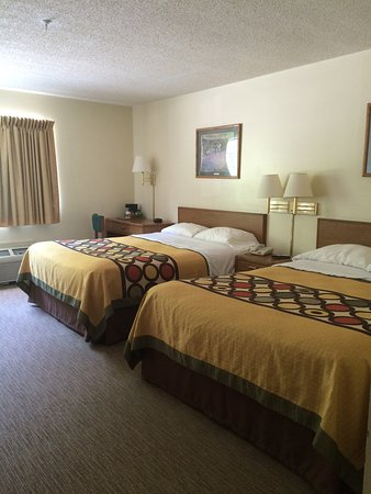 Inez, KY: Room with two doubles