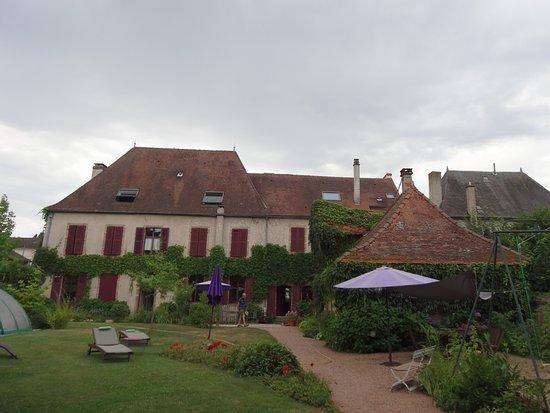 Lapalisse, Francia: depuis le jardin
