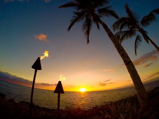 Halii Kai Resort at Waikoloa Beach: Pool area, best location for sunsets