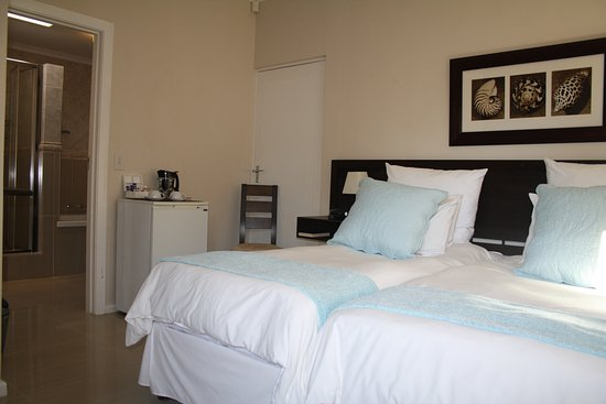 O'Hannas BnB & Self Catering: A2 - Twin en-suite with bath and shower